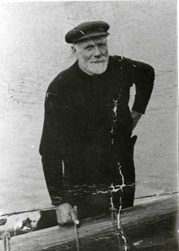 Alexander Macleod of Knock Point, skipper of the Muirneag SY486 c1940