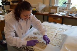 Weaving slips humidifying on blotting paper